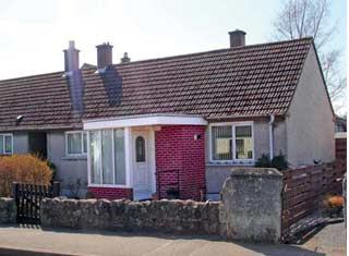 24 Waggon Road Crossford KY12 8NR - Offers Over £108,000